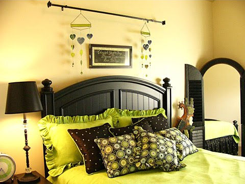 greenyellowblackbedroomphoto.jpg